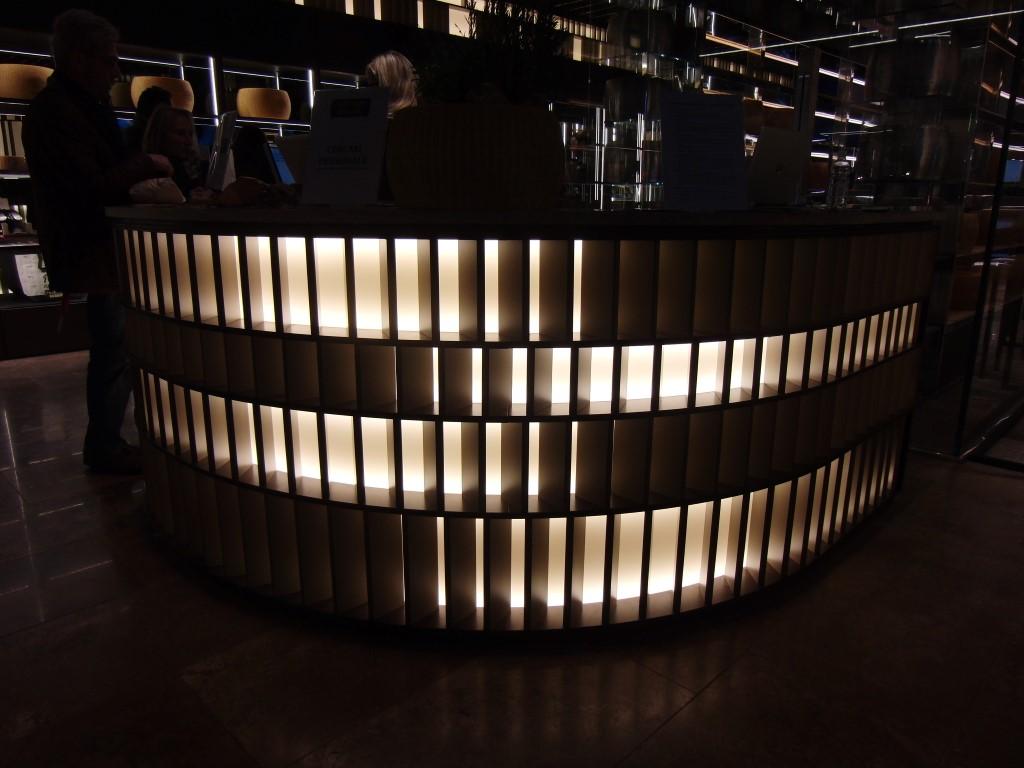 Stand del Consorzio Parmigiano Reggiano presso Eataly Bologna, dettaglio della reception